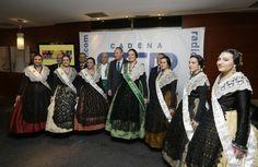 Disfrutando de las 'Bodeguillas' de los medios de comunicación de Castellón con la Reina de las Fiestas de la Magdalena y sus Damas
