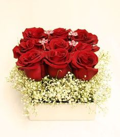 Marvelous 24 Valentines Day Flowers Arrangements https://ideacoration.co/2017/12/29/24-valentines-day-flowers-arrangements/ It is possible to buy a number of flowers and make an arrangement with their preferred flower and the traditional red rose. #valentinerose