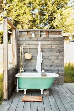 Exquisite Outdoor Bathroom Design Ideas with Nature The ., Exquisite Outdoor Bathroom Design Ideas with Nature The minimalist house will have an elegant and minimalist bathroom that can. Outdoor Bathtub, Outdoor Bathrooms, Outdoor Bedroom, Bedroom Decor, Wall Decor, California Surf, California Homes, Outdoor Spaces, Outdoor Living