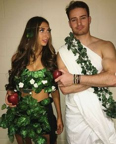 Halloween is right around the corner! It is time to start prepping the best couples halloween cosutme idea for the party! Couples Halloween, Cute Couples Costumes, Cute Couple Halloween Costumes, Creative Halloween Costumes, Halloween Outfits, Halloween Diy, Halloween 2020, Halloween Office, College Couple Costumes