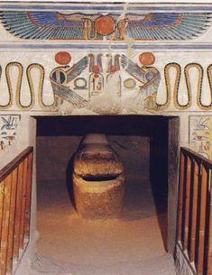 Queen Nefertari Tomb Valley of the Queens , Luxor, Egypt Ancient Egyptian Art, Ancient Aliens, Ancient History, Art History, Queen Nefertari, Objets Antiques, Empire Romain, Art Antique, Egypt Art