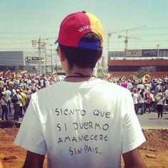 "RT @AnonymousVENEZL Estudiante Venezolano: ""Siento que si me duermo amaneceré sin país"", vaya mensaje... #Venezuela pic.twitter.com/nl7adw29Ns"