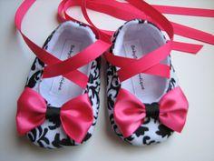 love these handmade little girl shoes would make cute big girl flats ;)