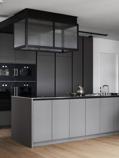 Grey kitchen ideas brings an excellent breakthrough idea in designing our kitchen. Grey kitchen color will make our kitchen look expensive and luxury. Modern Grey Kitchen, Grey Kitchen Designs, Grey Kitchens, Modern Kitchen Design, Interior Design Kitchen, Modern Interior Design, Home Kitchens, Minimal Kitchen, Kitchen White