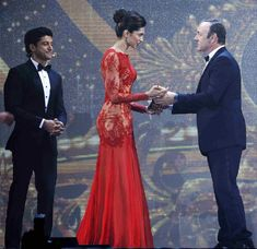 When she casually accepted this award for Best Entertainer of the Year at the IIFA Awards, from Frank Underwood himself.