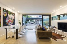The house at 1 Charles Street failed to earn a single bid from the 30 people who came to s...