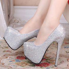 esse sapato eh muito lindo ,e fica bem legal com um vestido com uma cor bem chamativa