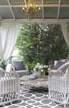 Rustic French outdoor living space with romantic blooms for summer living from French Country Cottage. Country Stil, Country Chic Cottage, French Country Style, French Country Decorating, Cottage Style, Rustic French, French Cottage, Low Country, French Patio