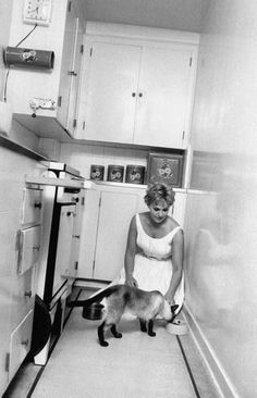 Kim Novak at home with her cat
