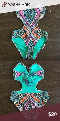 BRAND NEW TRIKINI JESSICA SIMPSON BRAND NEW TRIKINI JESSICA SIMPSON Jessica Simpson Swim One Pieces
