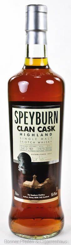Speyburn Whisky Clan Cask 37 y.o. Region : Speyside nur eine Flasche 55,4 % alc./vol. 0,7l nicht kühlgefiltert Fassart : Ex-Pedro Ximenes Fässer Nase : Süßer Früchtekuchen, Rosinen Geschmack : Vollmundig, reichhaltig, im Zentrum Noten von Pralinen und Buttertoffee Finish : Lang anhaltend, intensiv, pfeffrige Würze Distilled : 1975 Bottled : 2012 Cask Nr.: 3413 Bottle Nr.: 161