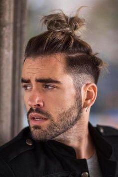 Faded & Messy Top Knot ❤ If you want to add tons of masculinity to your look, look no further than Samurai hair. Here, we've collected the most iconic mens bun and knot ideas that give a fresh take at the traditional hairstyle for Japanese warriors. Man Bun Haircut, Man Bun Hairstyles, Popular Mens Hairstyles, Mens Hairstyles With Beard, Hair And Beard Styles, Curly Hair Styles, Man Bun Undercut, Hairstyle Men, Trending Hairstyles