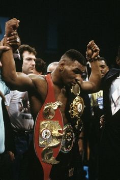 Mike Tyson was a true champion he was undefeated for a long time. Until he went up against buster Douglas they went 10 rounds but buster knock mike Tyson out causing mike to lose his first fight. And after that lost Mike tyson never been the same. Marvelous Marvin Hagler, Mike Tyson Boxing, Champions Of The World, Boxing Champions, Mma Boxing, Combat Sport, Sport Icon, Sports Figures, Sports Stars