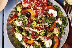 Ráj chutí! To je přesně tento salát s jemnou pečenou dýní, šťavnatým vepřovým masem a pikantním kozím sýrem. Když si budete chtít dopřát něco dobrého, nebo skvěle pohostit návštěvu, je tohle jídlo ideální. Paella, Ethnic Recipes, Food, Eten, Meals, Diet
