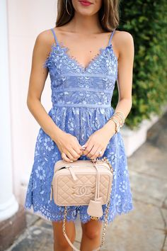lace dress... perfect for a summer wedding!