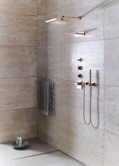 List: Modern Gold and Brass Fixtures for the Bathroom Love the rose gold fixtures, especially the shower head -Dornbracht, Mem Series.Love the rose gold fixtures, especially the shower head -Dornbracht, Mem Series. Bathroom Trends, Bathroom Interior, Brass Bathroom, Kitchen Interior, Bathroom Mirrors, Bathroom Spa, Travertine Bathroom, Bathroom Accents, Bathroom Designs