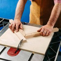 There& no substitute for accuracy when cutting frame pieces. Let us show you the way to tight miters. Woodworking Jig Plans, Easy Woodworking Projects, Custom Woodworking, Wood Projects, Pallet End Tables, Wooden Pallet Table, Free Wood Pallets, Wooden Pallets, End Table Plans