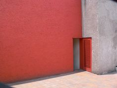 <p>Luis Barragán was a Mexican architect who lived from 1902 – 1988. Well known for his modern style, his strong expression was clearly reflected in his many works. Contrast colors and clean lin