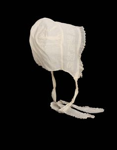 First half 19th century, America - Woman's sheer white cotton cap - Embroidered cotton