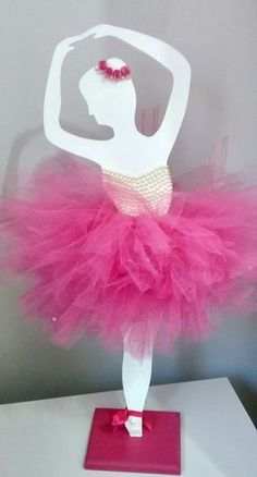 Risultati immagini per bailarina tutu decoraçao Ballerina Birthday Parties, Ballerina Party, 10th Birthday Parties, Birthday Party Decorations, Girl Birthday, Diy Fashion Decor, Baby Ballet, Wedding Champagne Flutes, Wooden Cutouts