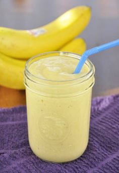 Perfect for Summer and low calorie. - Start your day with this flavorful Banana-Mango Smoothie recipe perfect for a healthy breakfast or a low calorie mid-day snack! Mango Banana Smoothie, Mango Smoothie Recipes, Nutribullet Recipes, Yummy Smoothies, Juice Smoothie, Smoothie Drinks, Detox Drinks, Yummy Drinks, Healthy Drinks