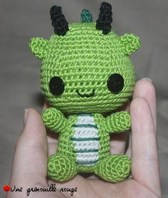 Dragon - Free Amigurumi Pattern http://translate.google.com/translate?hl=es&sl=fr&tl=en&u=http://unegrenouillerouge.com/dragon-patron/