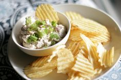 Perfect Super Bowl app: Caramelized Onion Dip - Super Easy & Delicious! #appetizer #oniondip
