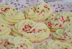 Delicious Italian Cookies ~This might be the butter cookie recipe I've been looking for. FULL RECIPE HERE Butter Cookies Recipe butter coo. Italian Butter Cookies, Italian Cookie Recipes, Butter Cookies Recipe, Italian Desserts, Köstliche Desserts, Delicious Desserts, Dessert Recipes, Cookie Butter, Delicious Cookies