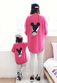 the matching outfits Mother Daughter Fashion, Mom Daughter, Disneyland Outfits, Disney Outfits, Disney Shirts For Family, Family Shirts, Mickey Y Minnie, Minnie Mouse, Mommy And Me Outfits