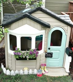 freckles chick: Playful little playhouse makeover - Aggy Muniz - Re-Wilding Little Tykes Playhouse, Toddler Playhouse, Plastic Playhouse, Kids Indoor Playhouse, Outside Playhouse, Build A Playhouse, Playhouse Kits, Painted Playhouse, Simple Playhouse