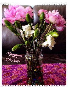 買了這束花回來,不是心中的期望,發現牡丹太細,那白花⋯⋯沒有信心會開。 我欠缺經驗,希望下次可以揀得理想些吧!