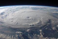L'ouragan Felix au dessus de la mer des Caraïbes, photographié le 3 septembre 2007 depuis la station spatiale internationale. (définition réelle 2772×1890)