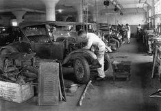 Model T Ford Forum: Model T garage work areas Old Garage, Garage Art, Garage Shop, Cities, Old Gas Stations, Auto Parts Store, Vintage Cars, Vintage Auto, Vintage Men