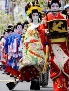 An Oiran parades in 15-cm tall geta in the distinctive gait during the Bunsui Sakura Matsuri Oiran Dōchū, a free event held in Tsubame, Niigata. The event is extremely popular across the country, with many people in Japan applying for the oiran and servant roles