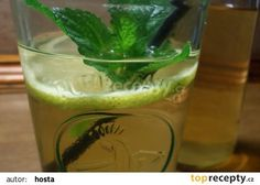Meduňkový sirup recept - TopRecepty.cz Pickles, Cucumber, Shot Glass, Food To Make, Smoothie, Homemade, Tableware, Fitness, Lemon
