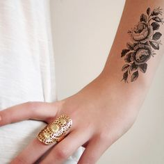 I love tattoos with a vintage feel to it and this drawing of roses is absolutely perfect. It's cute and stylish at the same time! A temporary tattoo for any occasion! .................................
