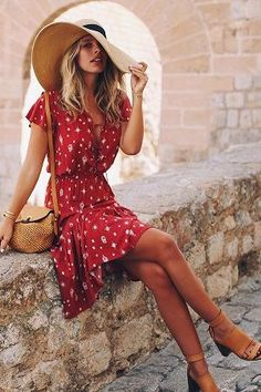 16 Sizzling Hot Red Outfits To Slay In. Tash Oakley wearing printed red wrap dress and basket bag. Summer outfit ideen for teens frauen shorts outfits Casual Chic Outfits, Cute Outfits, Red Outfits, Red Dress Outfit Casual, Casual Shorts, Tash Oakley, Red Wrap Dress, Mode Ootd, Girls Summer Outfits