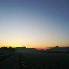 #albarunner #sunrise #wintersundayrun #runaddict #free #teolo #blusky #runalone #wonderfulnature #onlyforward #tothehills : @ilmoranda