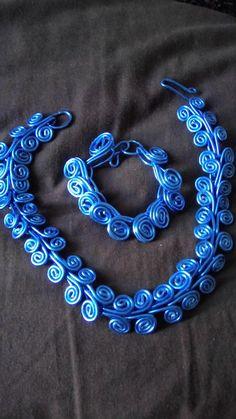 parure collier ras de cou bleu elegant et feminin femme sexy