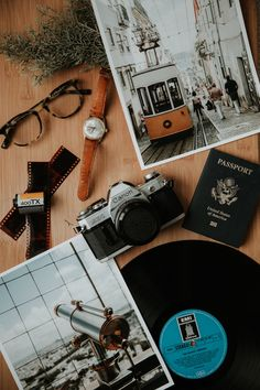 silver Canon point-and-shoot camera on brown wooden table travel flatlay Flat Lay Photography, Travel Photography, Travel Flatlay, Photo Deco, Foto Poster, Poses Photo, Point And Shoot Camera, Verse Of The Day, Travel Aesthetic