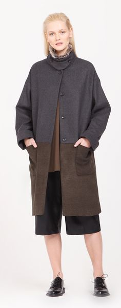 Inspired by modern utility wear, this two tone coat is designed with a detachable faux fur collar, concealed buttons, fold up cuffs and large patch pockets. http://www.paisie.com/collections/coats-jackets/products/two-tone-coat-with-faux-fur-collar