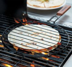 Mexican food lovers will love this quesadilla grilling basket for their next BBQ! It's easy to use and you can flip your quesadilla in one swift turn. Non-stick coating. Pizza Recipes, Grilling Recipes, Mexican Food Recipes, Grilling Gifts, Campfire Recipes, Campfire Food, Kitchen Items, Kitchen Gadgets, Bakers Kitchen