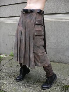 A derivative of a kilt, but longer and with pockets. (Derek likes the color/texture combo) Fashion Moda, Mens Fashion, Man Skirt, Estilo Hippie, Men In Kilts, Costume Design, Diy Clothes, Cool Outfits, Menswear