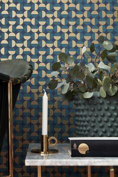 """Arne Jacobsen-tapet """"Vertigo"""" fra kolleksjonen Scandinavian Designers II fra BoråsTapeter. Lanseres i Norge høsten 2016 av Borge."""