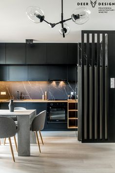The minimalist apartment in black was designed by the Warsaw architectural studi… The minimalist apartment in black was designed by the Warsaw architects office …- # blackinterior Modern Kitchen Cabinets, Kitchen Dinning, Kitchen Cabinet Design, Kitchen Decor, Loft Interior, Interior Exterior, Interior Lighting, Minimalist Home Interior, Minimalist Apartment