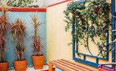 Inspire-se na galeria de fotos e adote as cores de Frida Kahlo na sua área externa - Mais cor, por favor - Programas - GNT