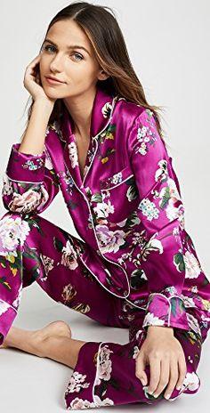 Lila pajama set by Olivia von Halle Olivia Von Halle, Basic Outfits, Casual Outfits, China Mode, Cosy Outfit, Pajama Outfits, Silk Pajamas, China Fashion, Pajama Set