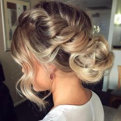 Pulling it up with hair up styles 60 Easy Updo Hairstyles for Medium Length Hair in 2019 Updos For Medium Length Hair, Up Dos For Medium Hair, Short Hair Updo, Hair Medium, Hair Up Styles, Medium Hair Styles, Updo Styles, Loose Hairstyles, Wedding Hairstyles
