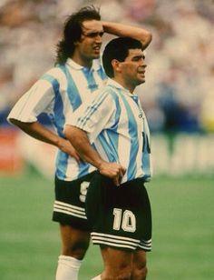#Batistuta #Maradona - Mundial 94 Football Kits, Football Soccer, Football Players, Fifa, Argentina Football Team, Ronaldo, Mexico World Cup, Diego Armando, Football Images