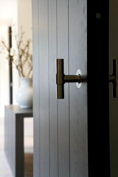 Lesser Seen Options for Custom Wood Interior Doors Custom Wood Doors, Wooden Doors, Wooden Windows, Interior Barn Doors, Interior Exterior, Interior Office, Interior Livingroom, Luxury Interior, Interior Paint